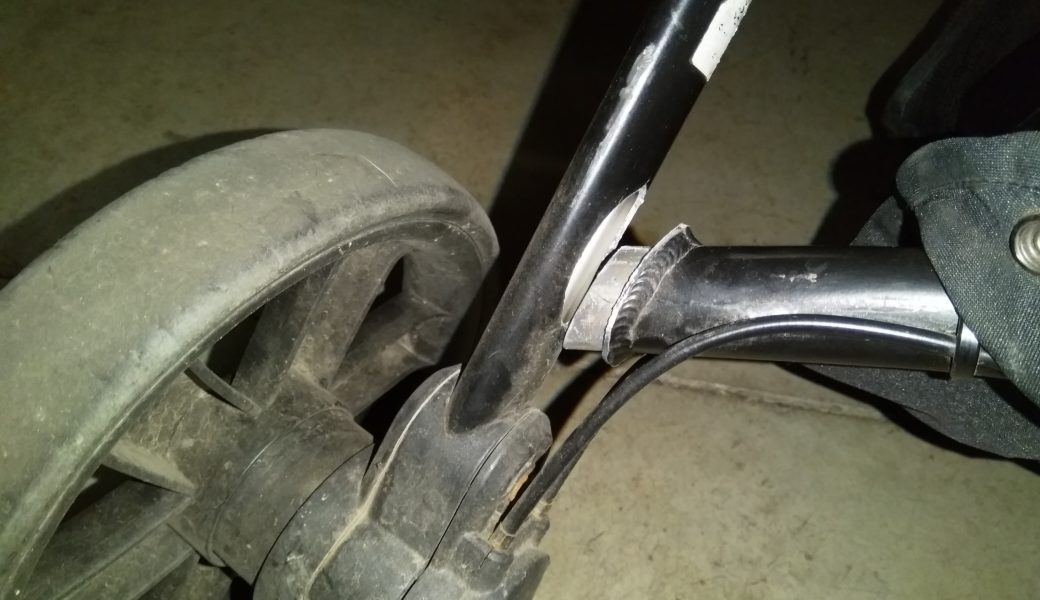 Kinderwagen-Rahmen gebrochen